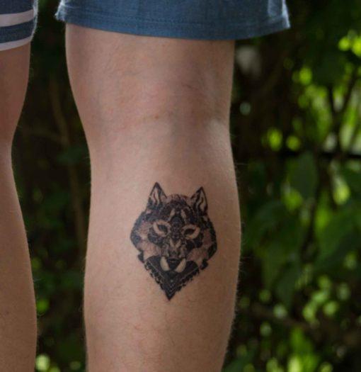 Tatuagem temporária lobo
