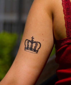 tatuagem temporária coroa