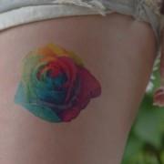 tatuagem-temporaria-rosa-multicolorida